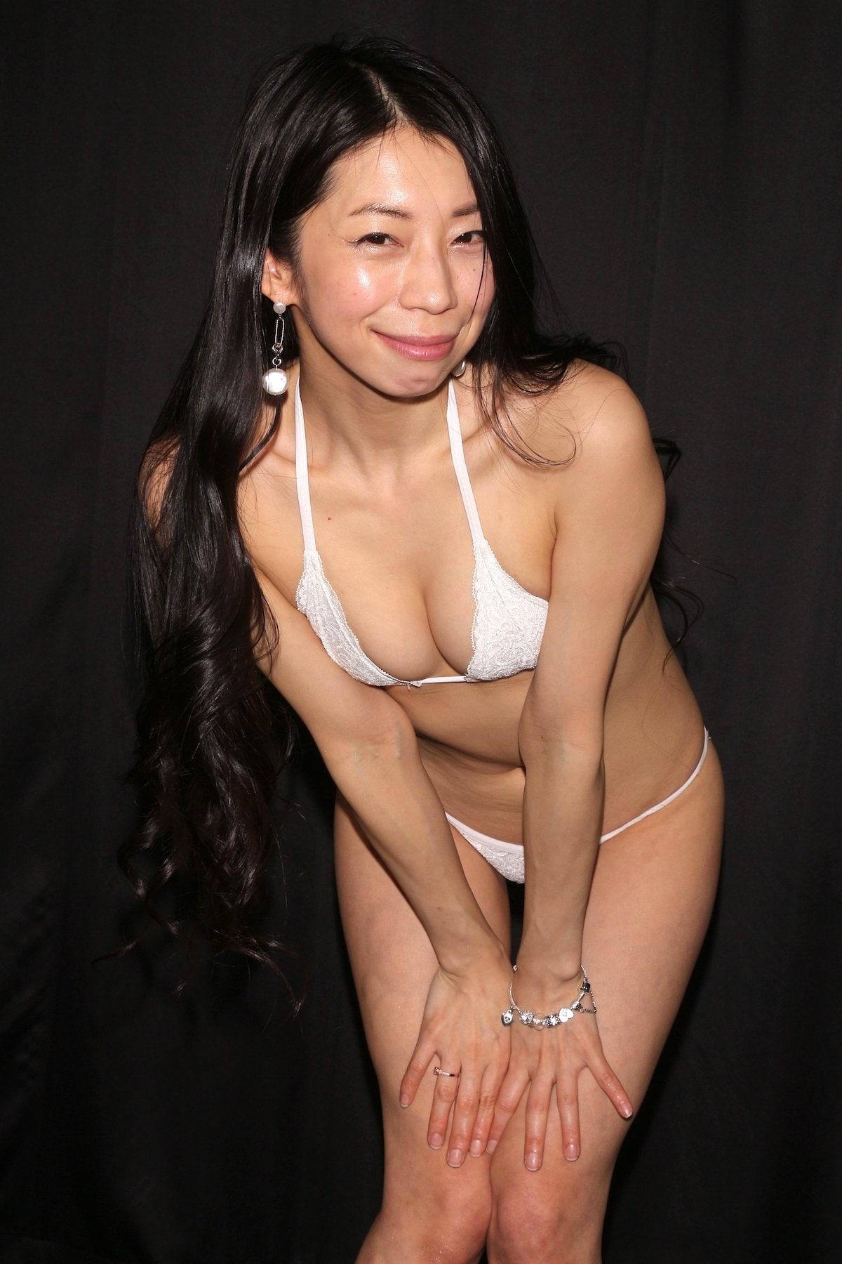 岩崎真奈「ベンチの縁にこすったり」私史上最高にセクシー【画像50枚】の画像030