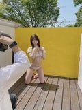 NMB48和田海佑「神スタイルなペアグラビアにゴクリ…」安部若菜との仲睦まじいオフショット【画像2枚】の画像002