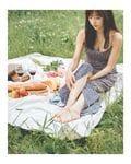 板野友美「胸元セクシーなキャミワンピ」ピクニックの様子を公開【画像4枚】の画像002