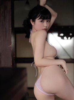 """SNS天使""くりえみ「ビキニが食い込む桃尻」ヨコ乳のホクロも見て!の画像"