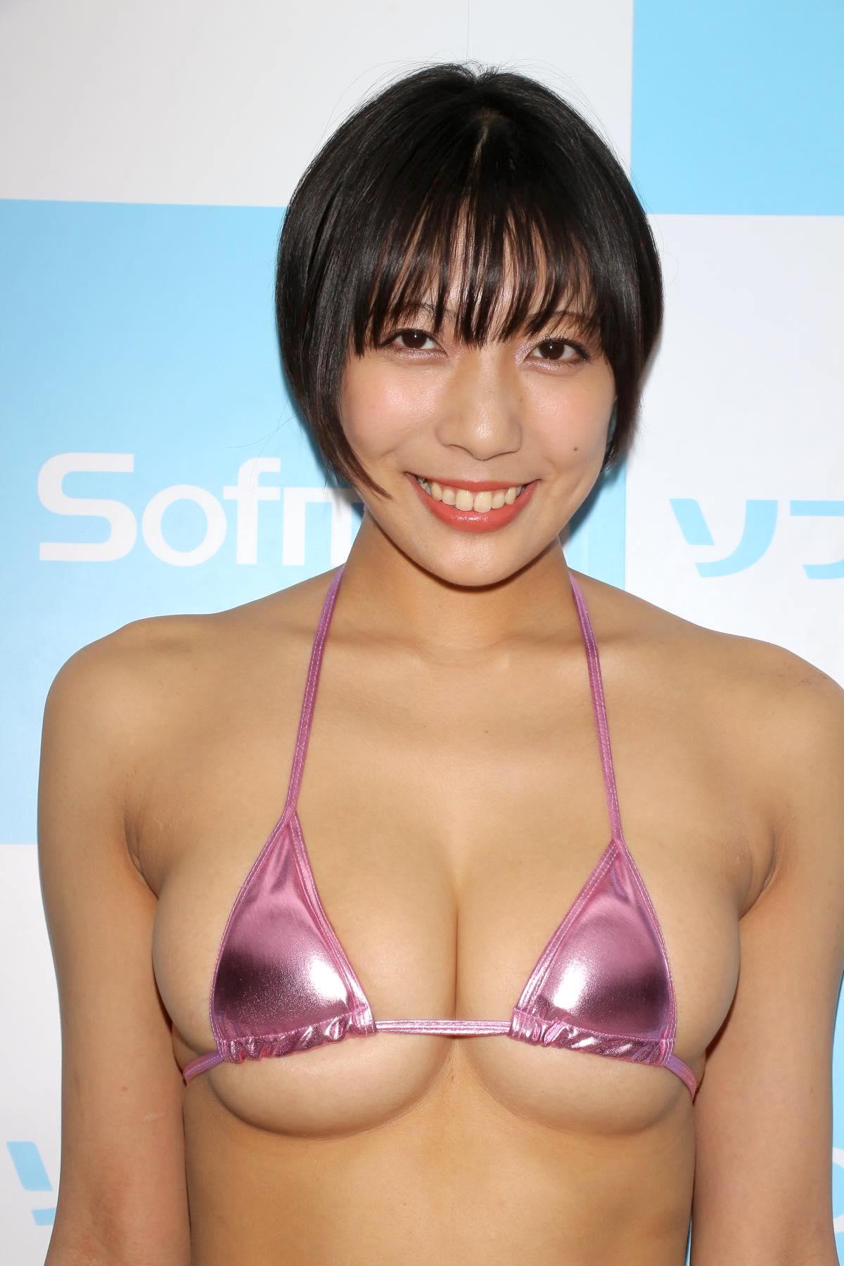 麻倉まりなのグラビア水着ビキニ画像009