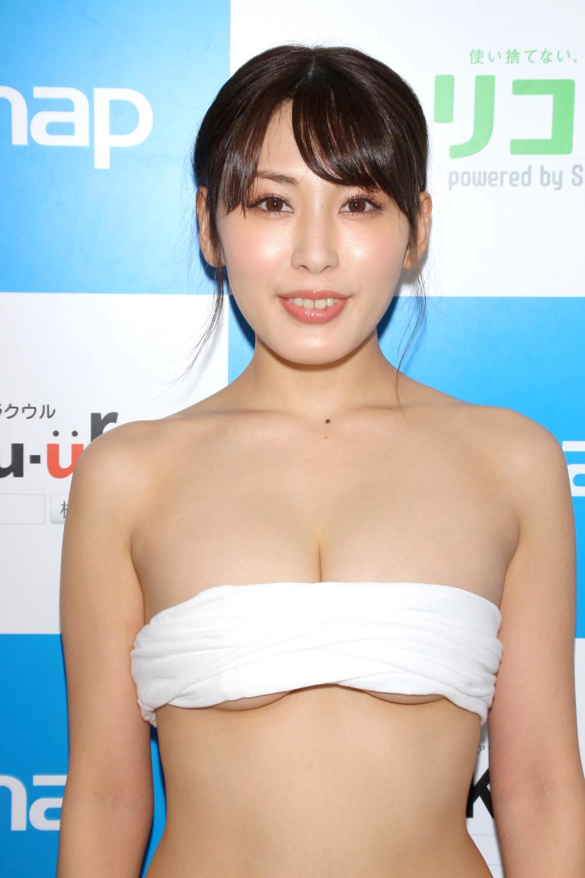 金子智美の水着ビキニ画像11