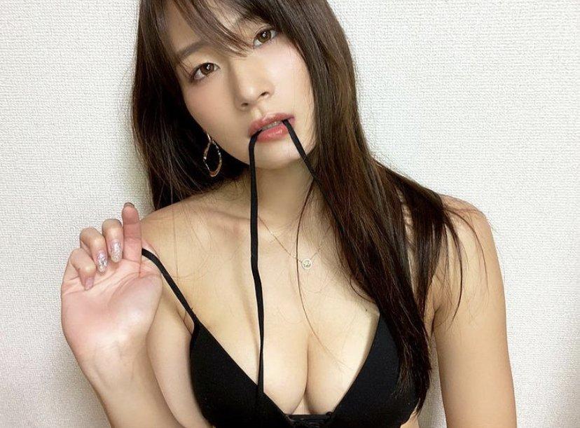 長身Gカップ・清瀬汐希「ビキニの紐を口にくわえて…」豊満バストと流し目にドキリ【画像2枚】の画像002