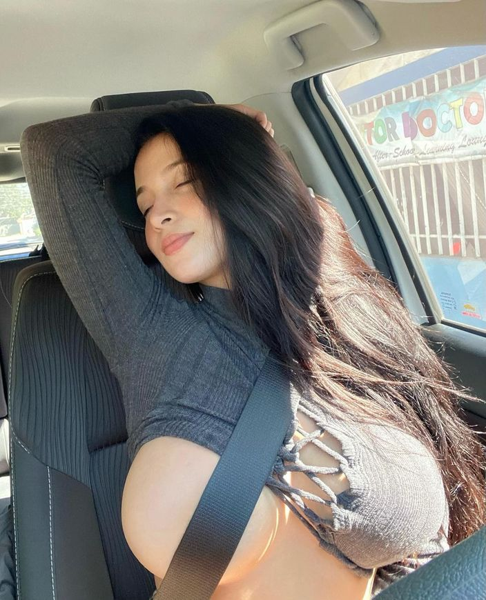 パンドラ・カーキ「フィリピン美乳の最高峰!」ノーブラをシートベルトでなんとか…?【画像2枚】の画像