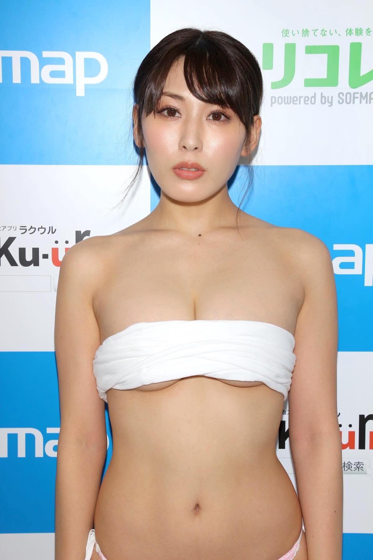 金子智美の水着ビキニ画像9