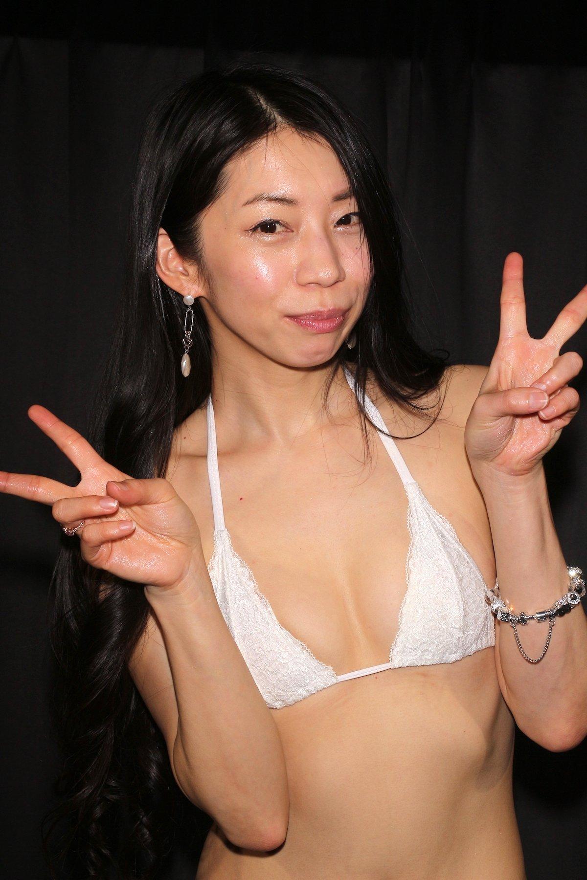 岩崎真奈「ベンチの縁にこすったり」私史上最高にセクシー【画像50枚】の画像028