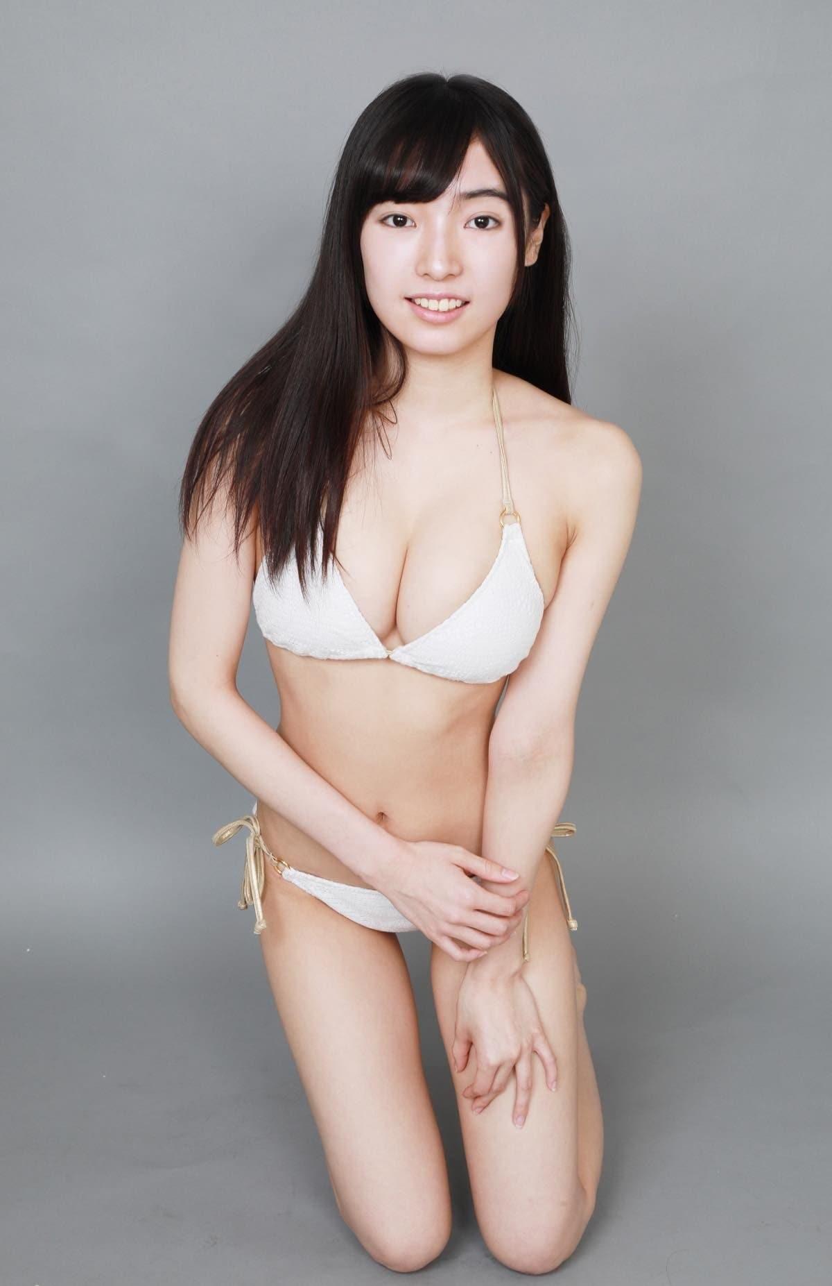 桜田愛音のグラビア水着ビキニ画像0033