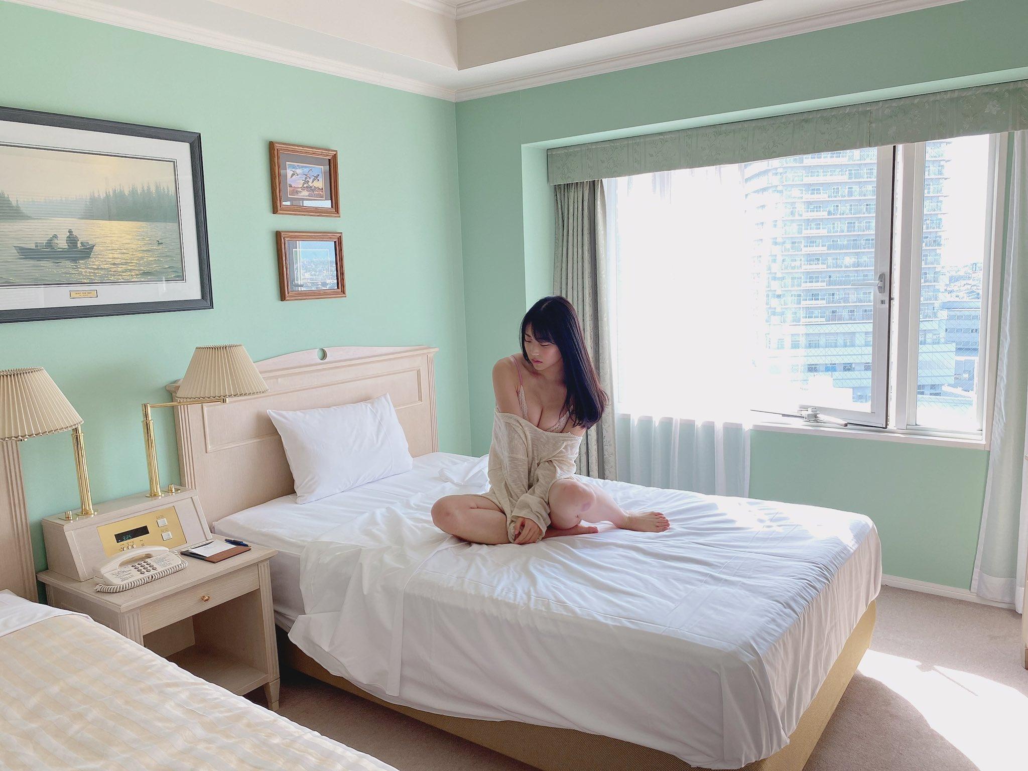 NMB48白間美瑠「女神のような美スタイル…」雑誌グラビアの撮影オフショットにファン歓喜【画像4枚】の画像003