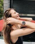 マギー「スタイル際立つ黒ドレス!」オトナな美脚でファン魅了【画像5枚】の画像003