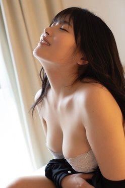 ちとせよしの「艶やかな横顔とバスト」しっとりとしたオトナの魅力を披露【画像3枚】の画像