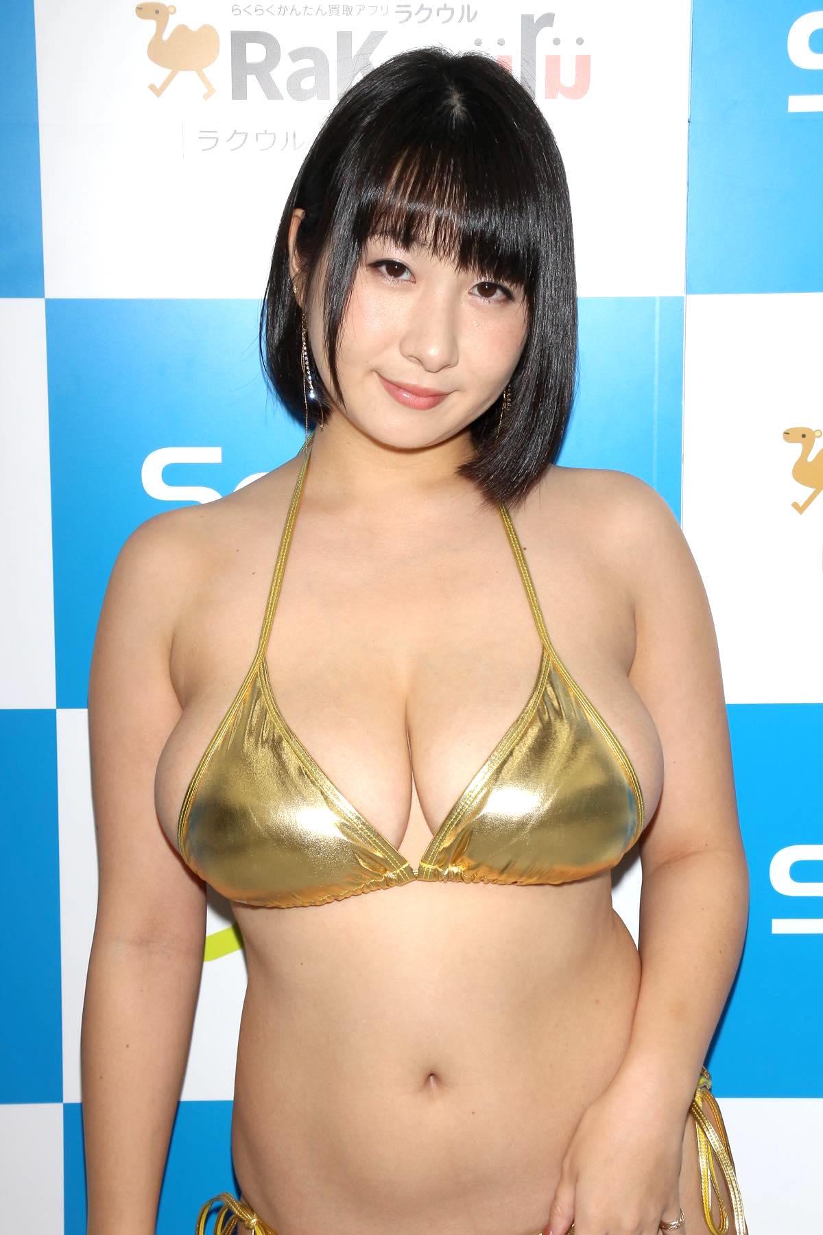 桐山瑠衣の水着画像10