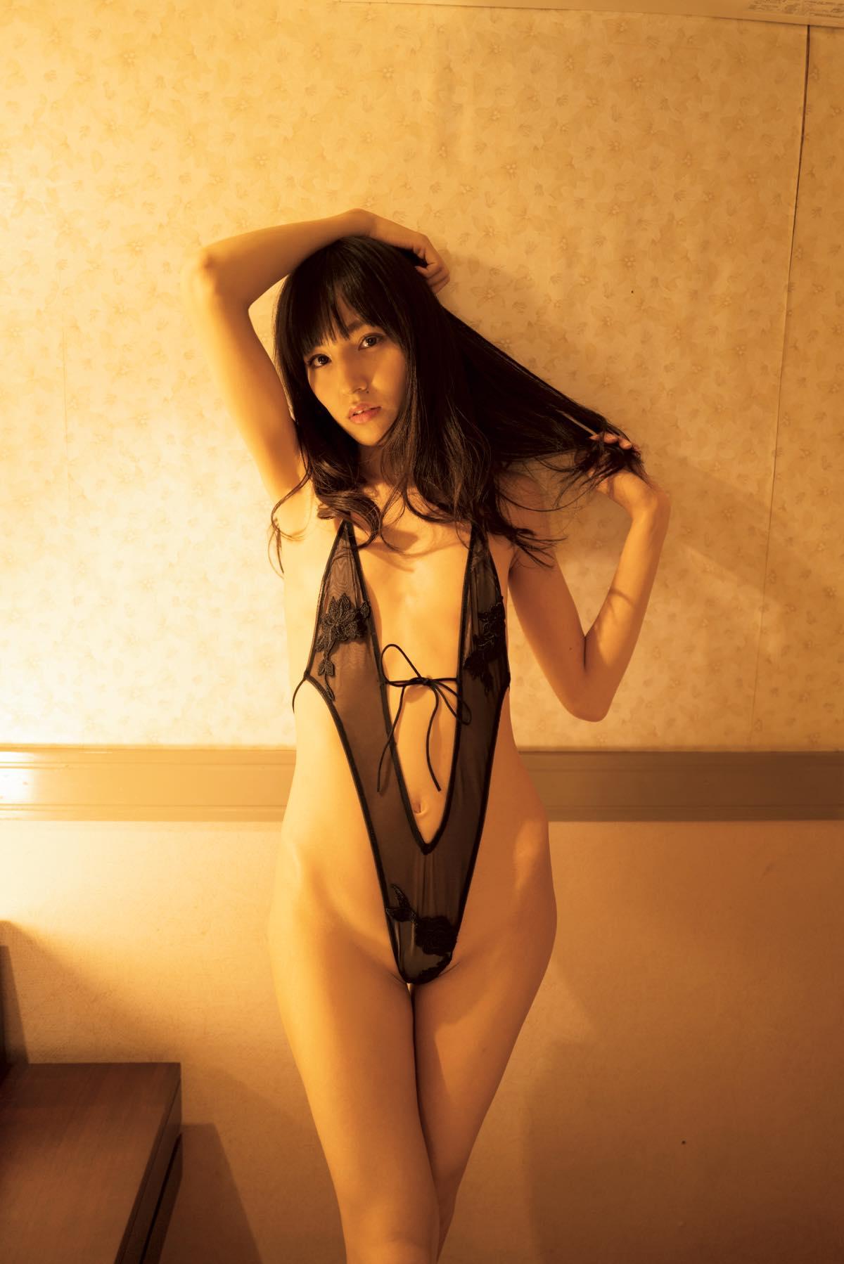 保田真愛のグラビア水着ビキニ画像9
