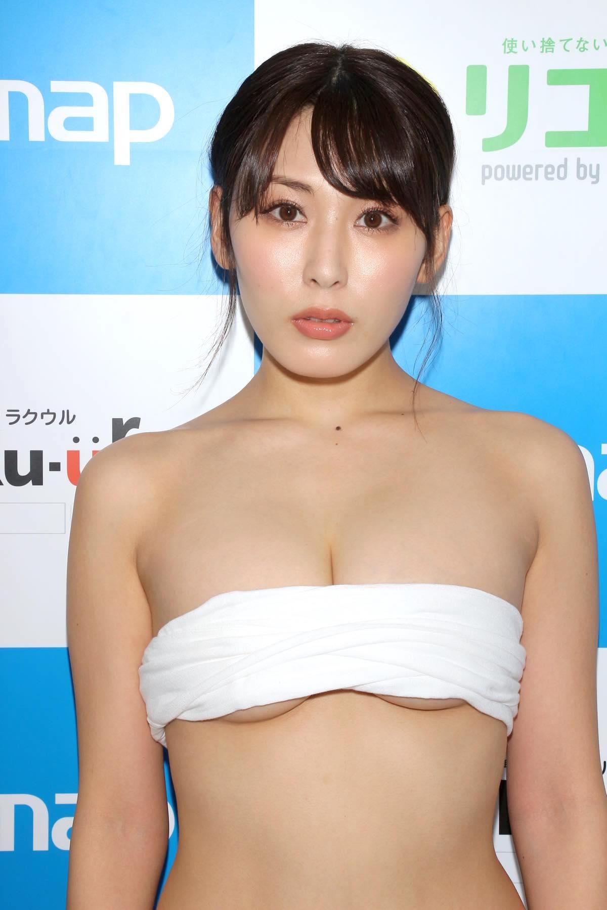 金子智美の水着ビキニ画像10