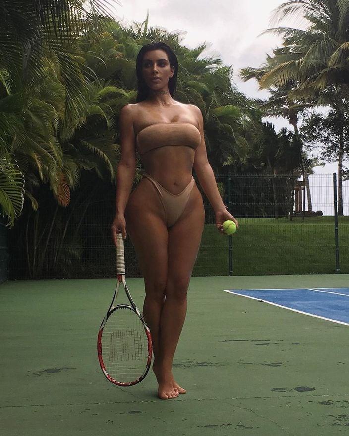 キム・カーダシアン「資産10億ドル以上のビリオネア!」セクシーすぎるテニスのお誘い?【画像3枚】の画像