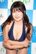 ちとせよしの「むちむちツインテール美少女」競泳水着で温泉入浴の画像024