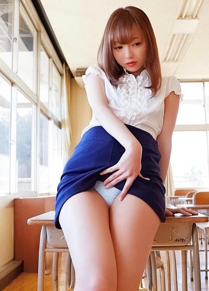 鎌田紘子「教室で▽下着チラ見せ!」ミニスカ先生の甘い誘惑の画像