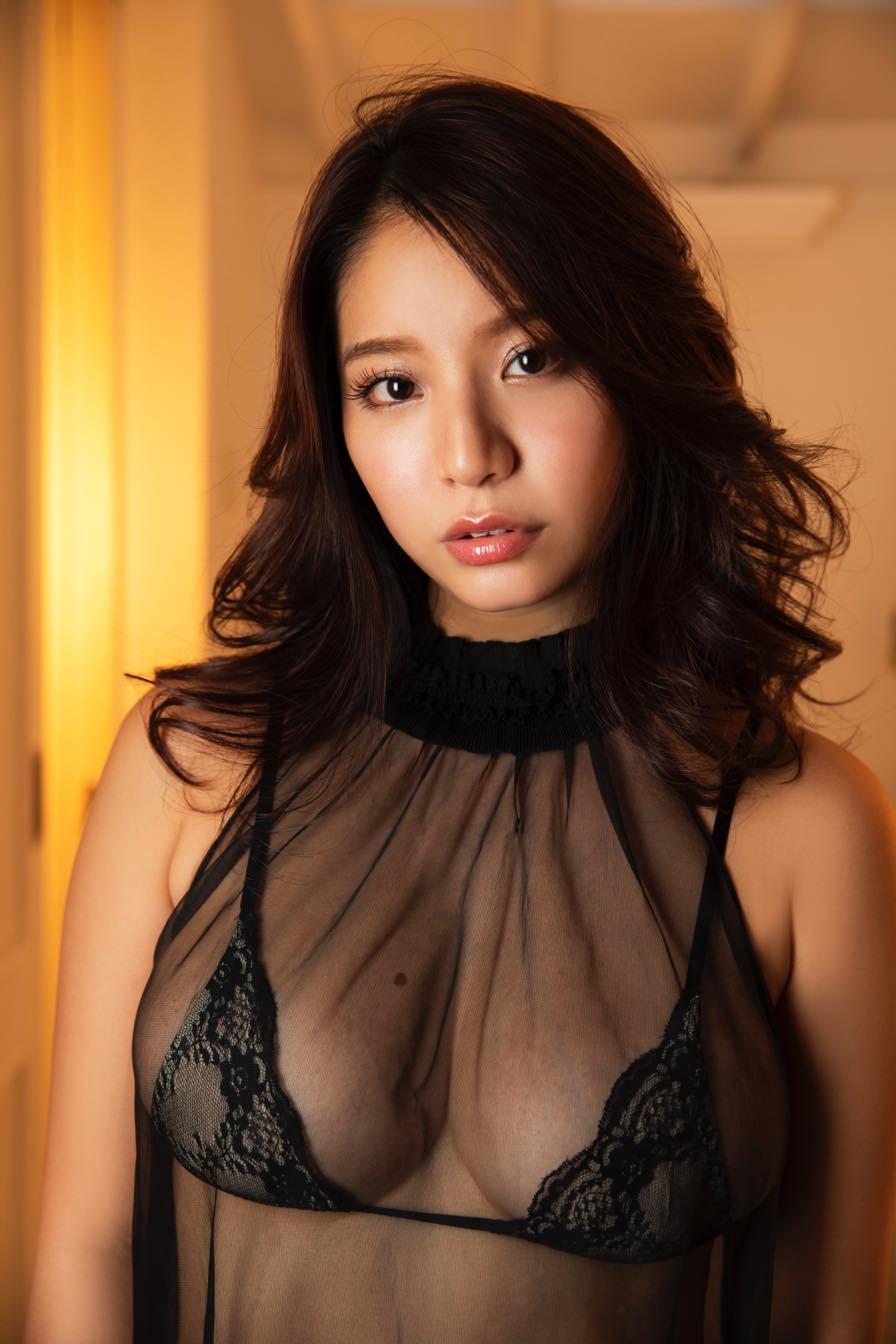 久松かおり「胸のほくろ」が特徴的なグラビアカットを公開!【写真11枚】の画像007