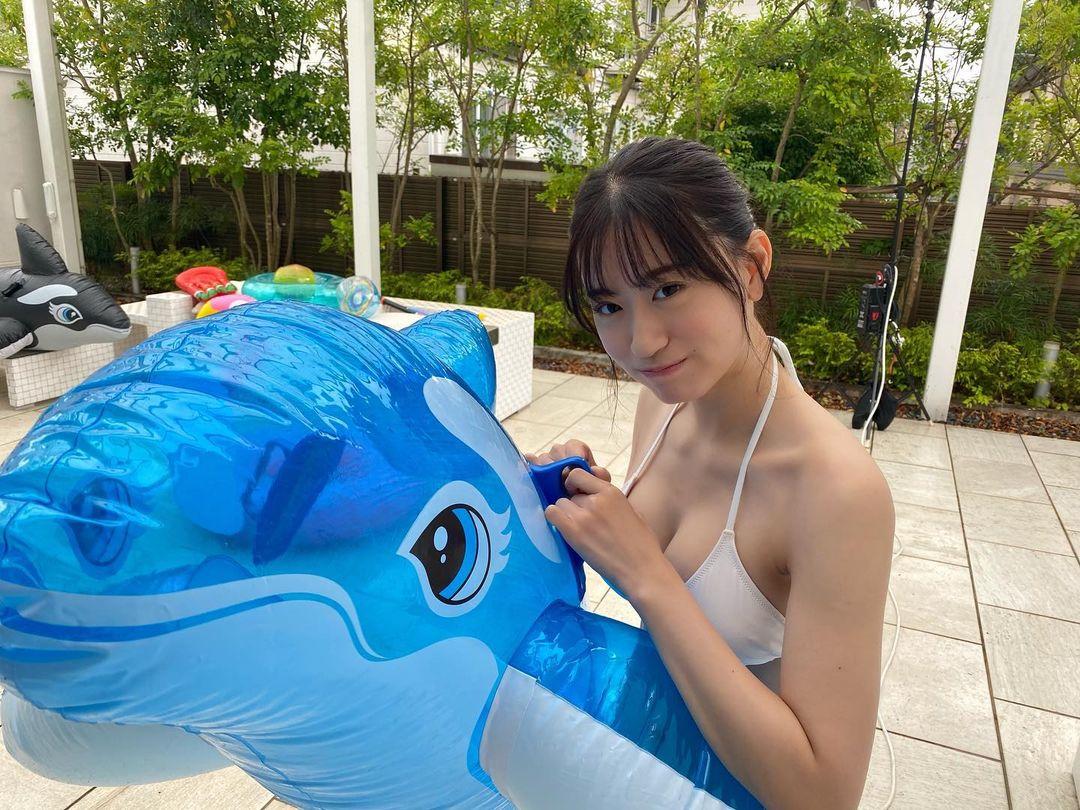 """NMB48上西怜""""グループ屈指の美ボディ""""「イルカが羨ましい…」グラビア撮影のオフショットを公開【画像3枚】の画像002"""