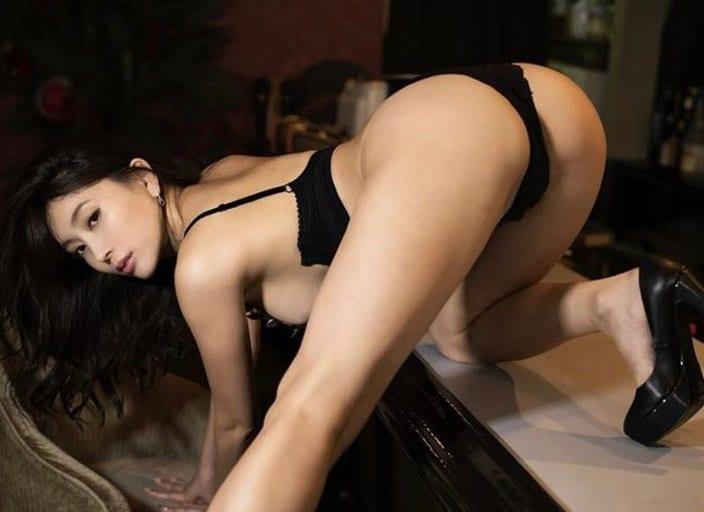 """G乳""森咲智美「日本一えっちな女豹ポーズ」四つん這いで色香を放出!の画像"