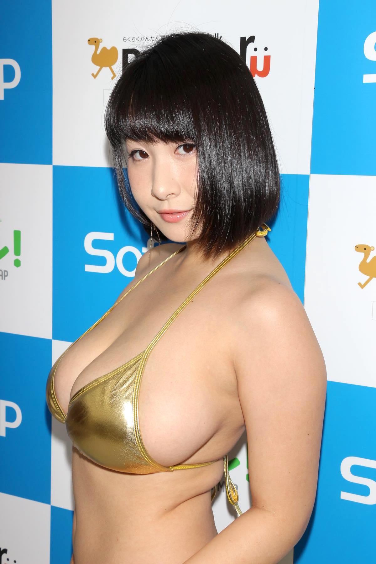 桐山瑠衣の水着画像13