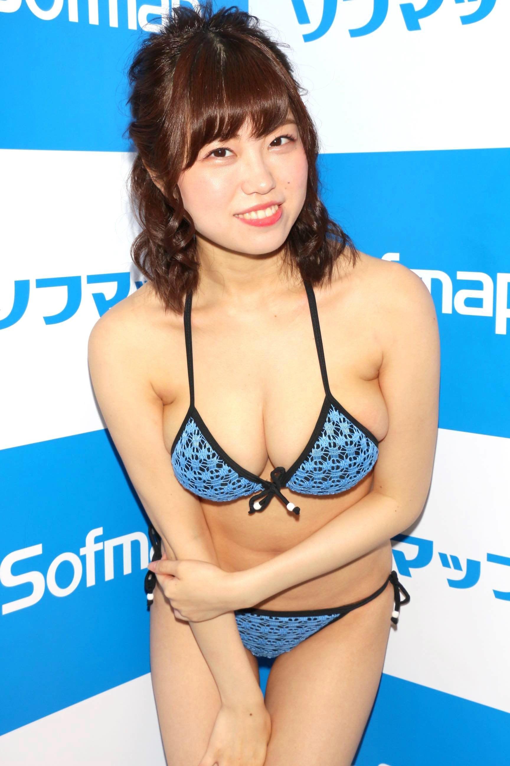 麻亜子「はみ出しバスト」が大爆発!【写真29枚】の画像013