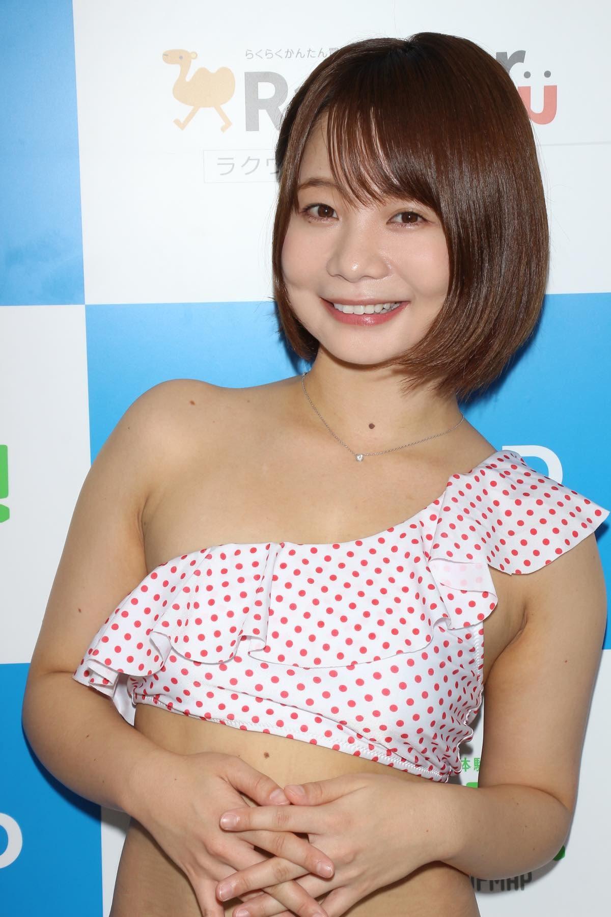 真奈「日本一パンチラしてるのが売り」毎日チラチラしてます【写真38枚】の画像007