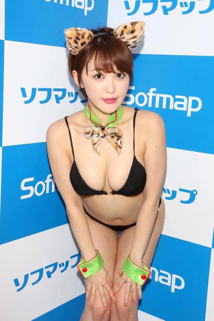 3位の平田梨奈をおさえて、2か月連続トップの快挙は誰!?「水着グラビア」9月の人気記事ランキングの画像001