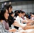柏木由紀「お母さんと思ってほしい」AKB48チーム8新メンバー10名が握手会に初参加!【写真8枚】の画像004