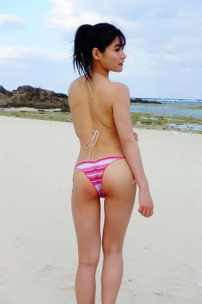 元HKT48江藤彩也香「触れたくなる美尻で誘惑」自身4枚目のグラビアDVD発売をアピールの画像