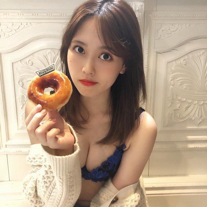 元SKE48竹内舞「えちえちランジェリー姿!」お腹がすいてドーナツを…?の画像
