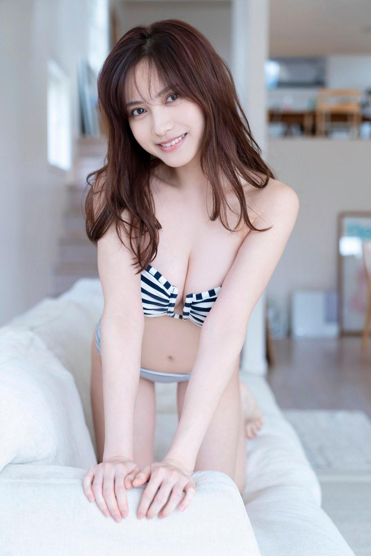 桃月なしこ「透き通る美肌」『週刊ヤングマガジン』のアザーカットを大公開!【画像5枚】の画像004