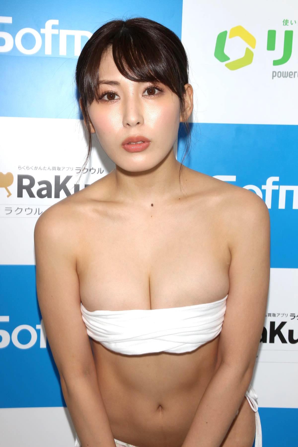 金子智美の水着ビキニ画像25