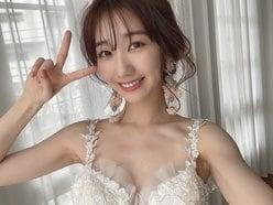 柏木由紀「美しすぎるウエディングドレス姿」眩しいデコルテに自撮りピースが可愛い【画像2枚】の画像