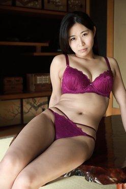 妖艶グラドル・西村禮「和室で映えるランジェリー」肉厚ボディで誘惑!【画像2枚】の画像