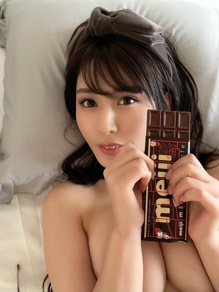 """""""過激グラドル""""金子智美「パイで挟んだチョコ、あげる」甘くて刺激的なバレンタインプレゼント【画像4枚】の画像003"""