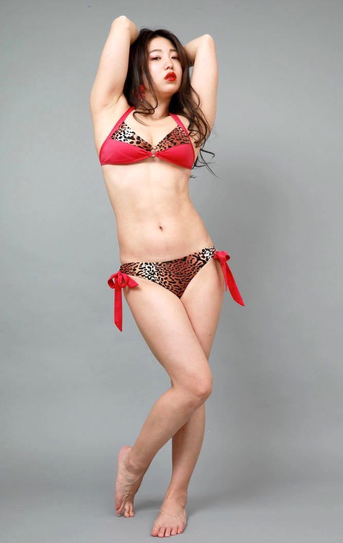高田千尋「セクシーすぎる女芸人」の女豹ビキニ姿が妖艶!【写真19枚】の画像010
