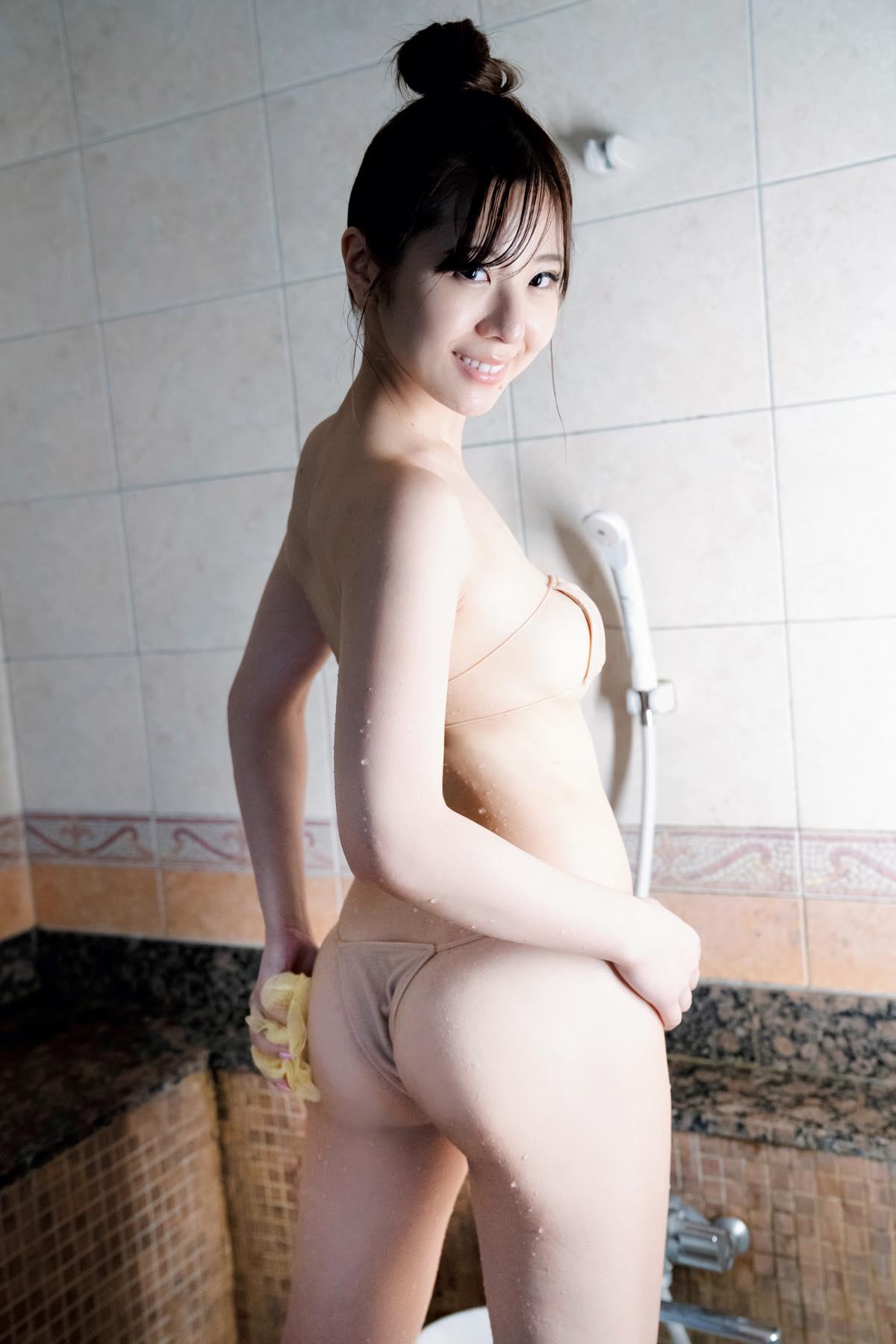 """""""現役受付嬢""""白瀬由衣「純白ボディ」がびしょ濡れに!の画像005"""