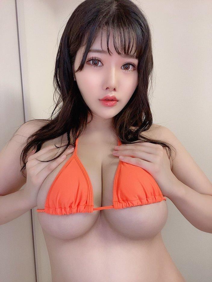 """""""101cm乳新人""""櫻まひる「ジューシーな下乳がモロ見え」オレンジより大きなバスト【画像2枚】の画像"""