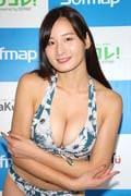 清瀬汐希「オフィスでY字の水着」露出度高くて恥ずかしい【画像48枚】の画像032