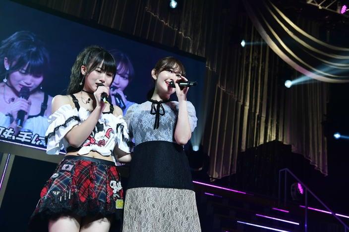 AKB48岡部麟、ソロコンサートに小嶋陽菜がサプライズ登場!【写真10枚】の画像