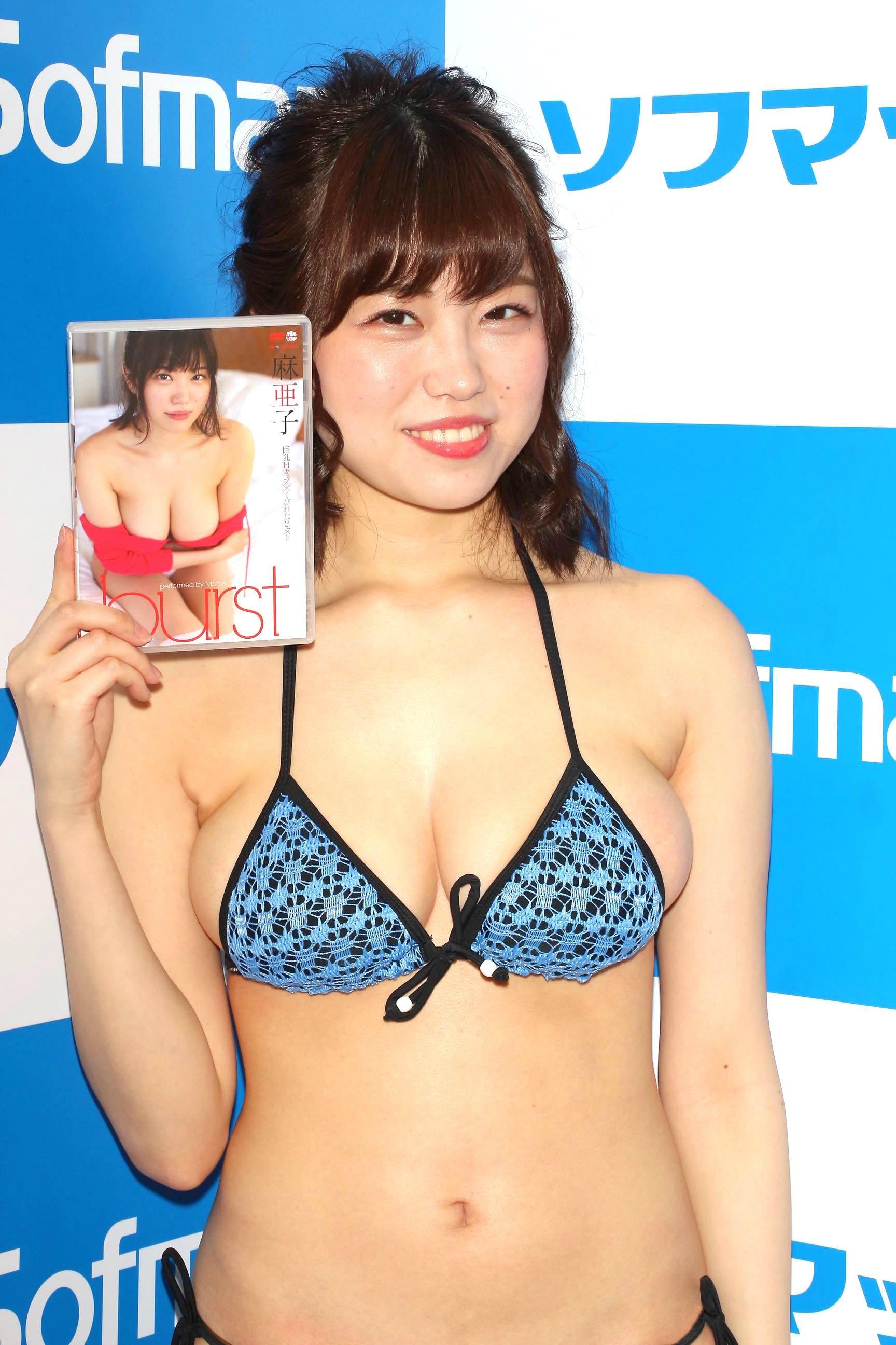 麻亜子「はみ出しバスト」が大爆発!【写真29枚】の画像024