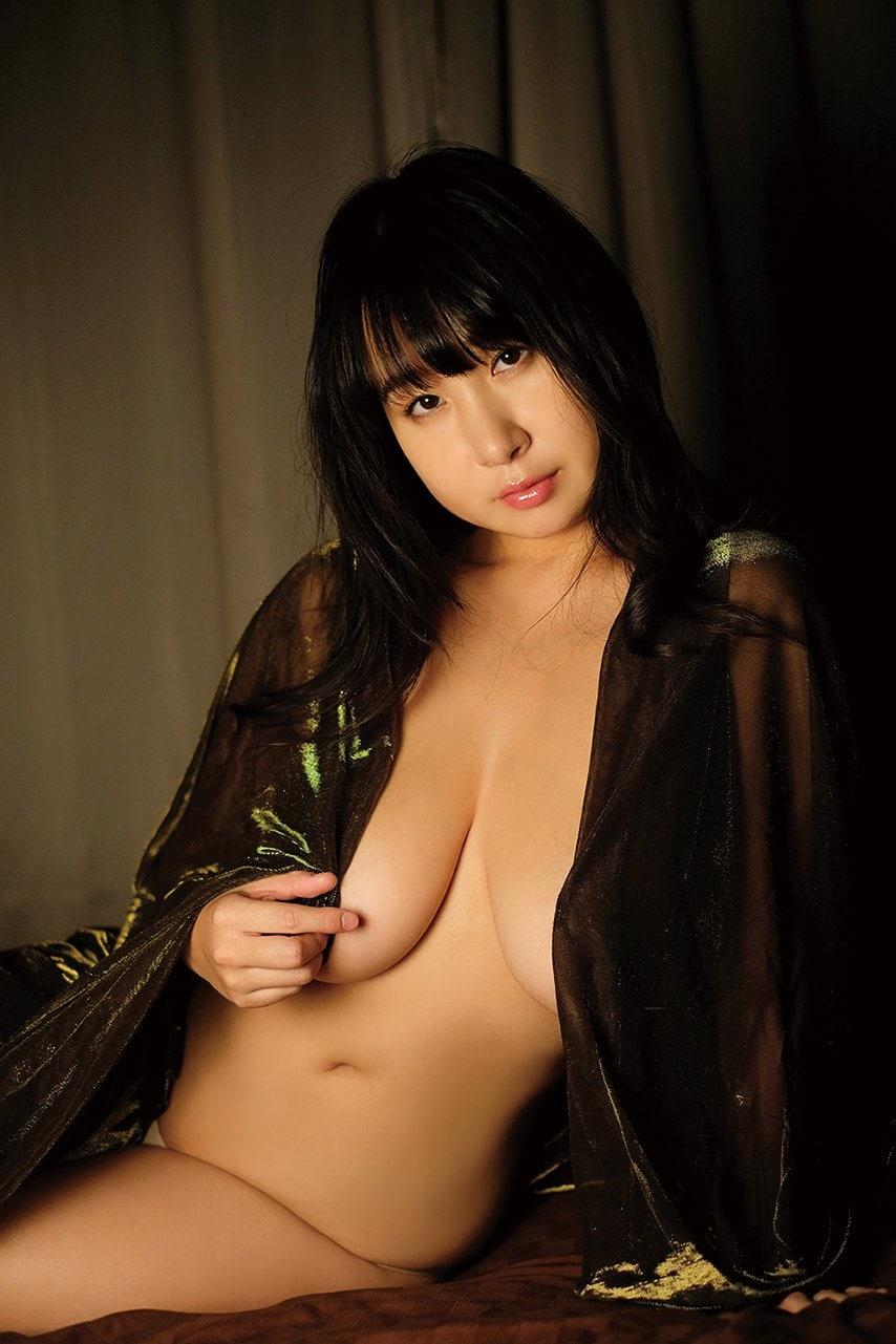 桐山瑠衣「衝撃のJカップ」が重力無視で暴れまくる!【写真10枚】の画像005