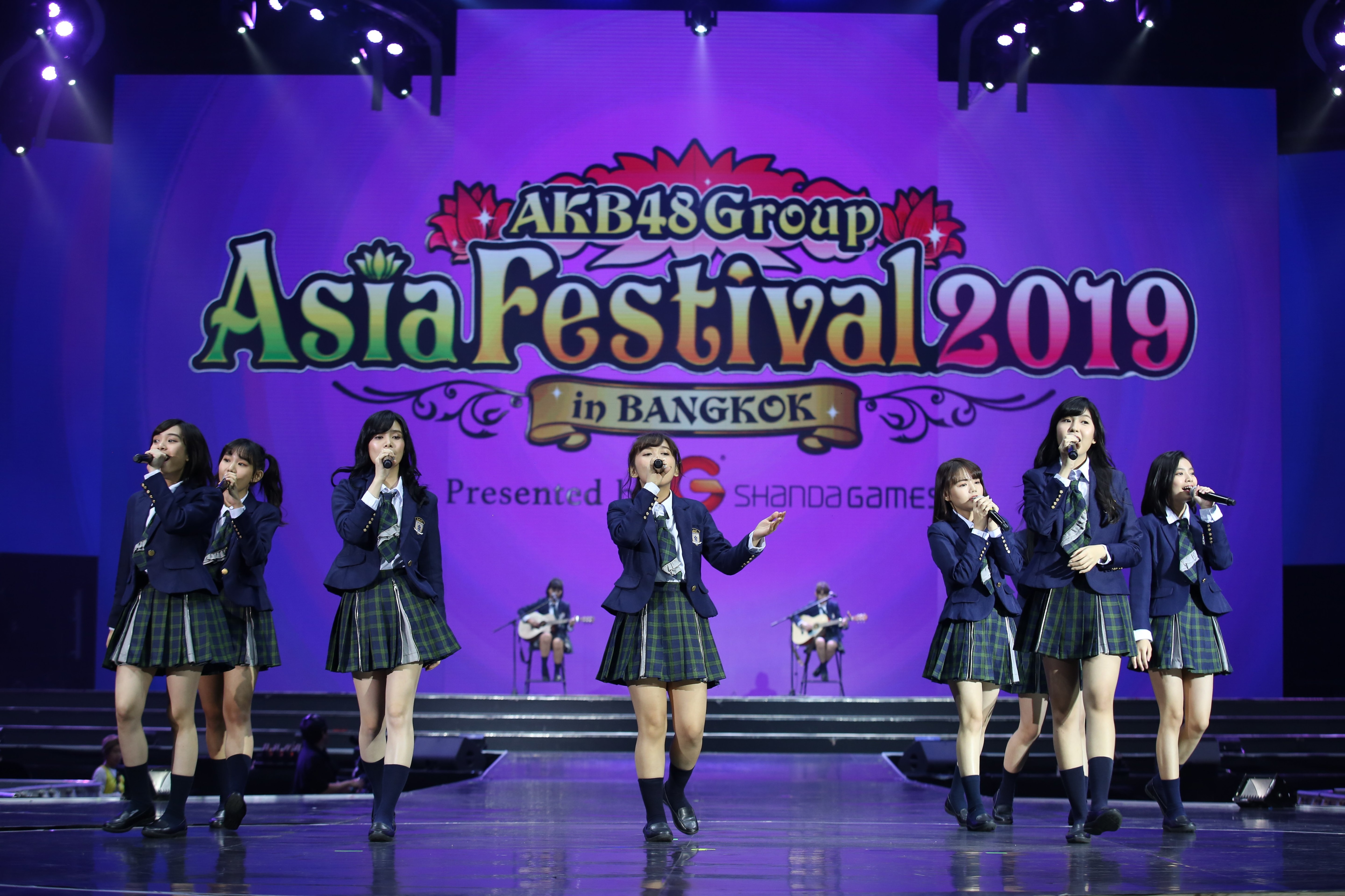 AKB48ほか、海外の姉妹グループが集結し『恋するフォーチュンクッキー』を熱唱!【写真23枚】の画像013