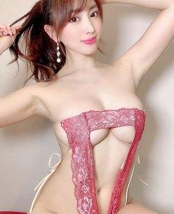 森咲智美「前代未聞の三角定規水着」下乳からヘソ下まで丸見え【画像2枚】の画像