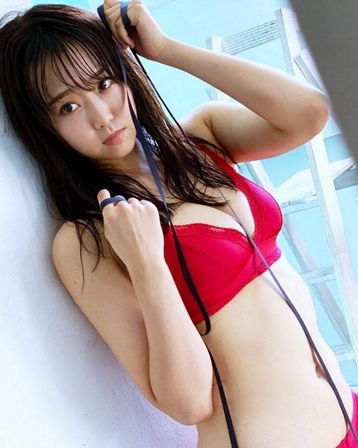 NMB48加藤夕夏「真っ赤なビキニで美乳披露!」EX大衆グラビアのオフショットを公開の画像