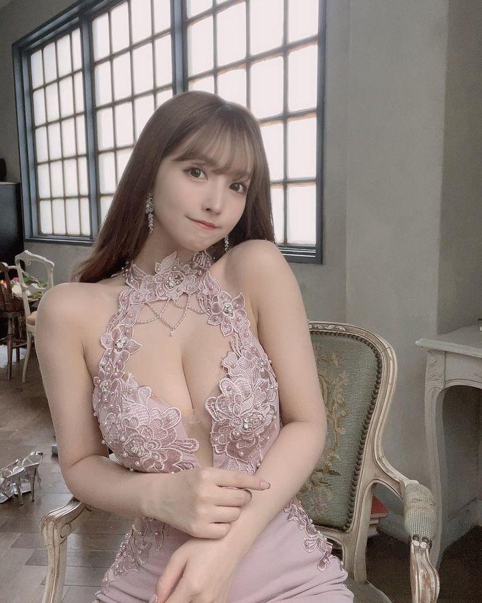 """三上悠亜""""柔らかそうな美バスト""""レーシーなドレス姿にファン「まるで女神様」【画像2枚】の画像"""