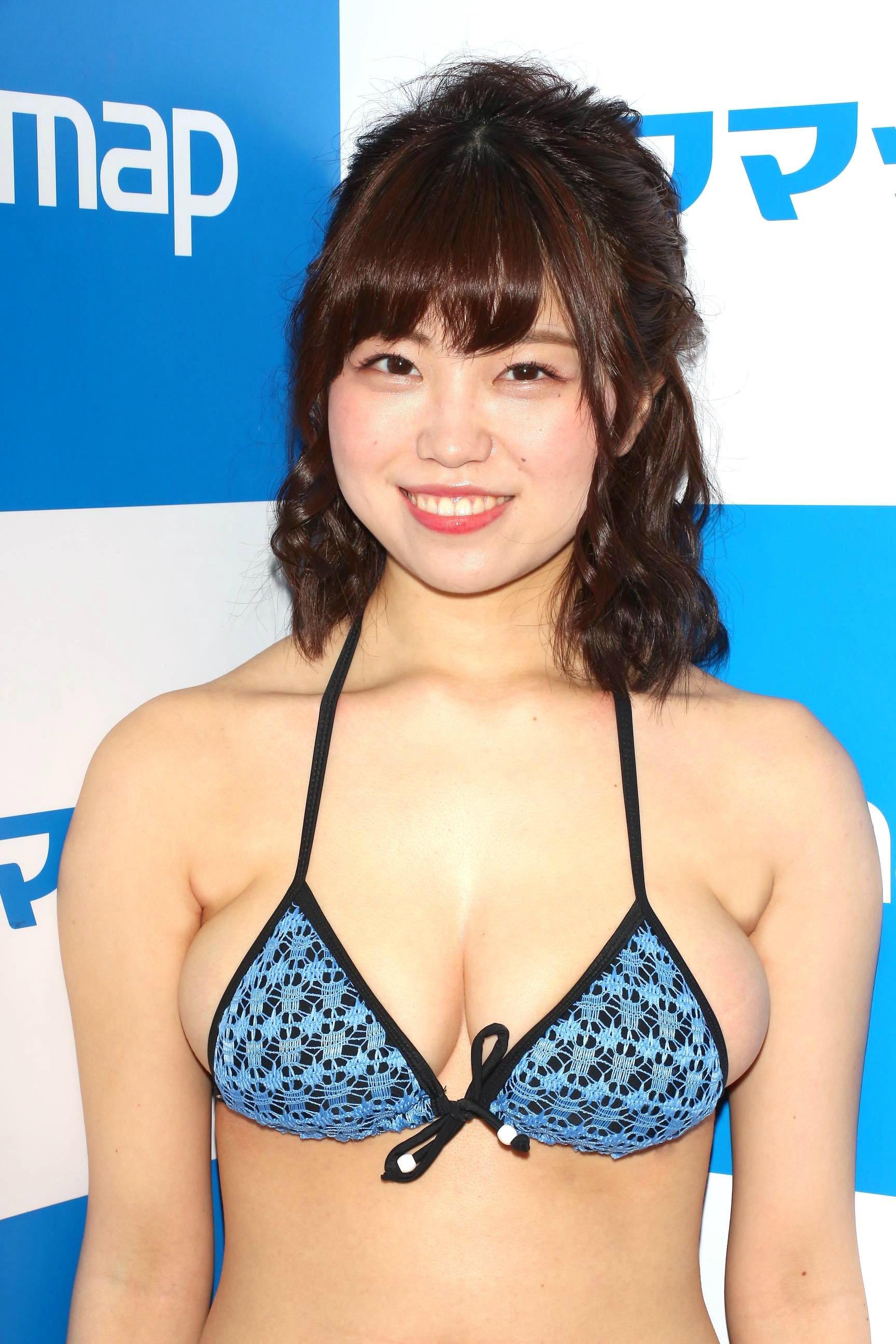 麻亜子「はみ出しバスト」が大爆発!【写真29枚】の画像008
