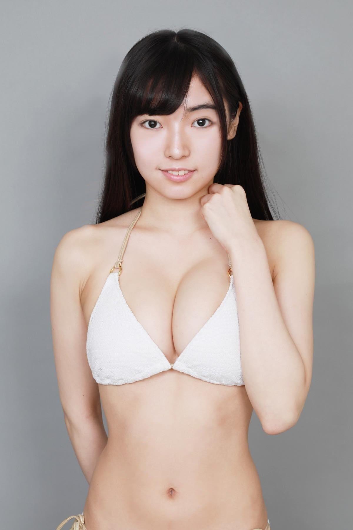 桜田愛音のグラビア水着ビキニ画像0035