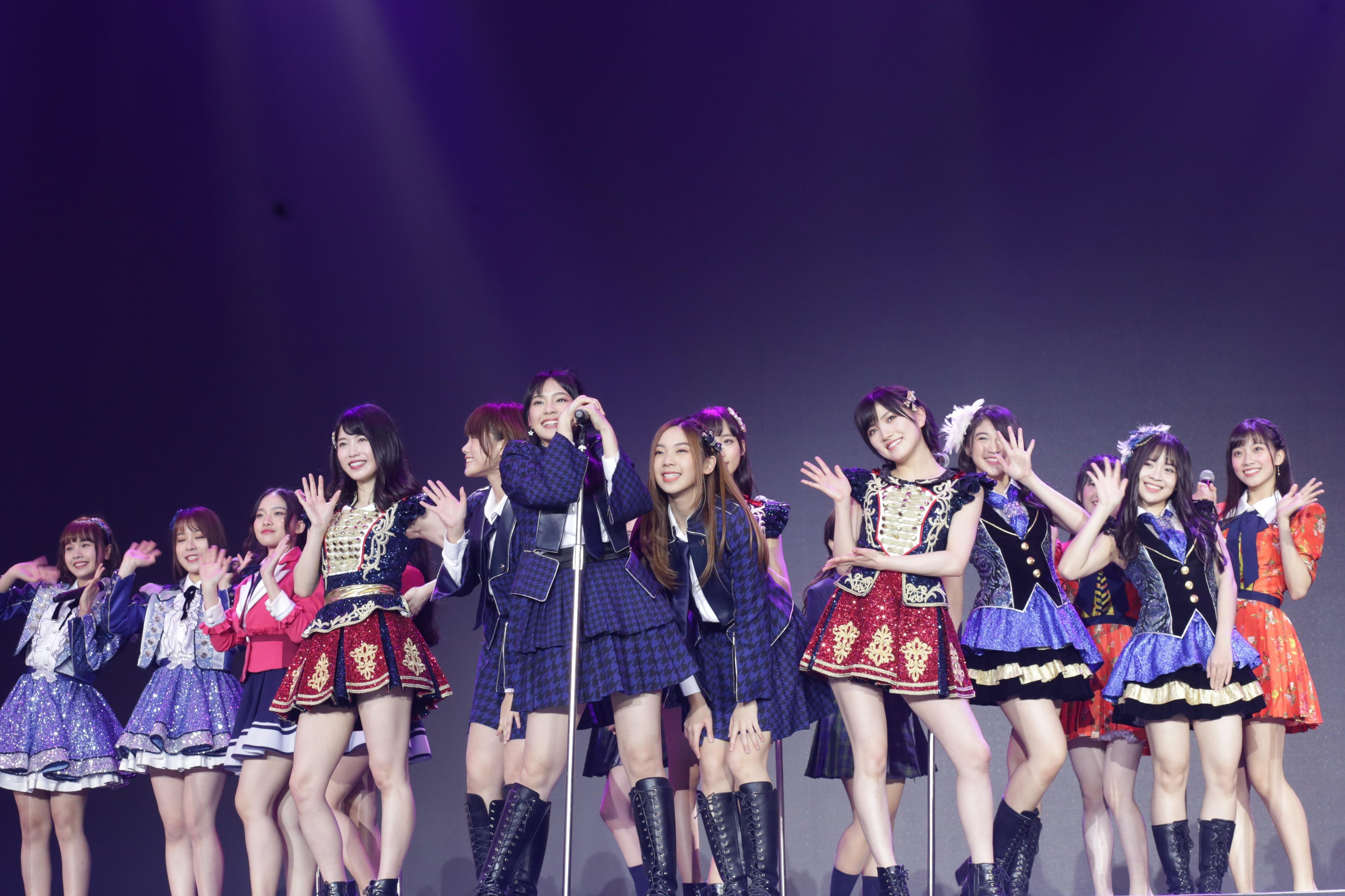 AKB48ほか、海外の姉妹グループが集結し『恋するフォーチュンクッキー』を熱唱!【写真23枚】の画像011