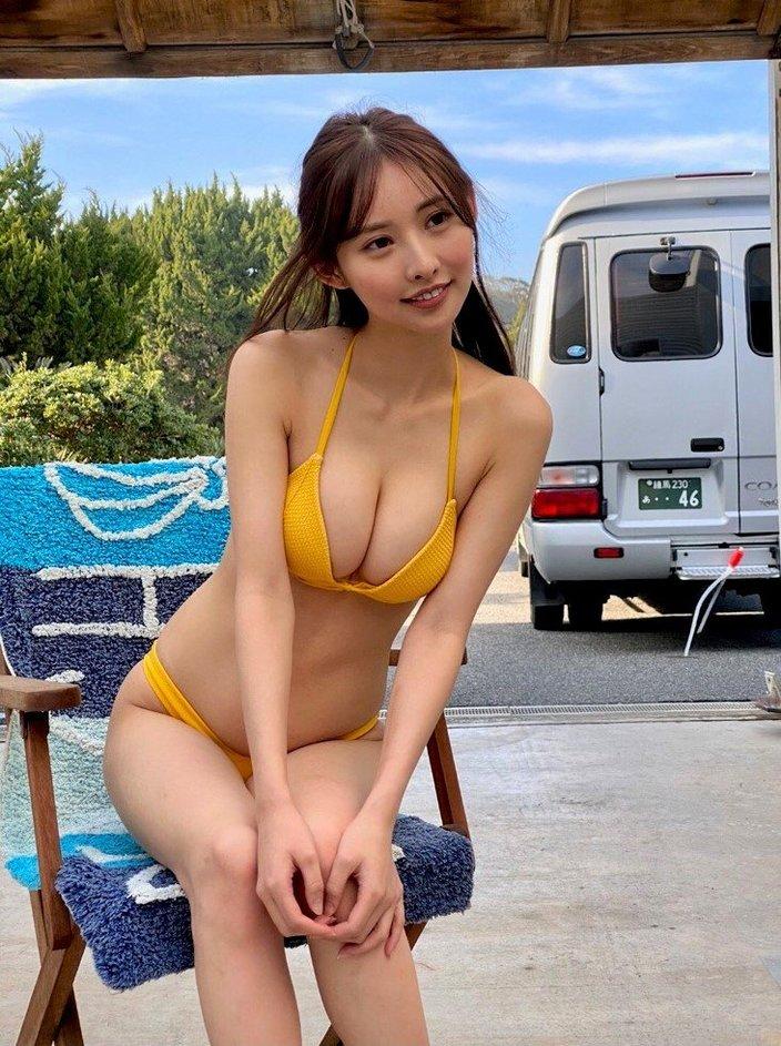 """""""RQ大賞3冠""""あのん「完璧な黄金比ボディ」たわわな谷間寄せポーズ!の画像"""